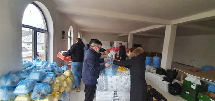400 de familii nevoiase din Teleorman,  au primit pachete atat cu alimente cat si dulciuri în cadrul Campaniei Umanitară DIN CE DAI ÎȚICLĂDEȘTI IN RAI